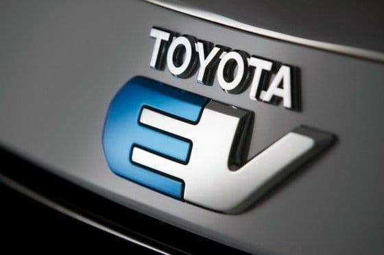 Toyota y Tesla publican el primer teaser del RAV4 EV