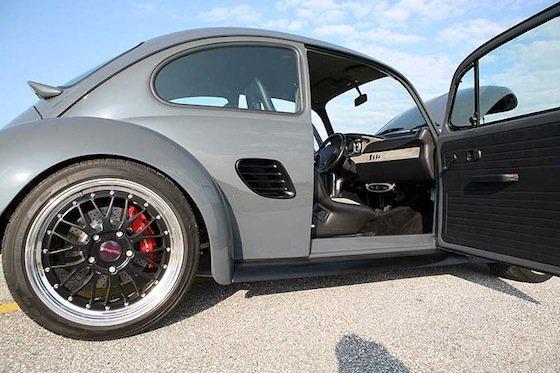 Volkswagen Beetle y Porsche Boxster, dos en uno por CarMaxx