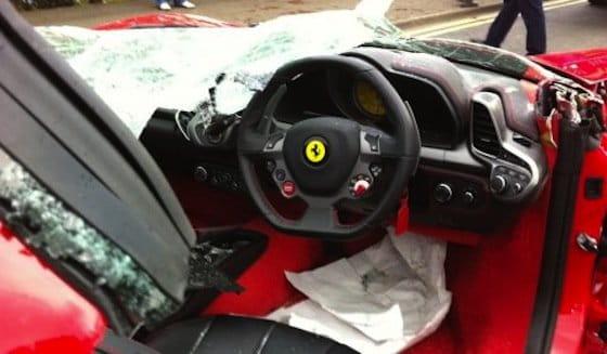 Accidente: un Ferrari 458 Italia sin techo