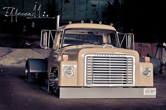 1977 International Loadstar, porque las cabezas tractoras también pueden ser low-riders