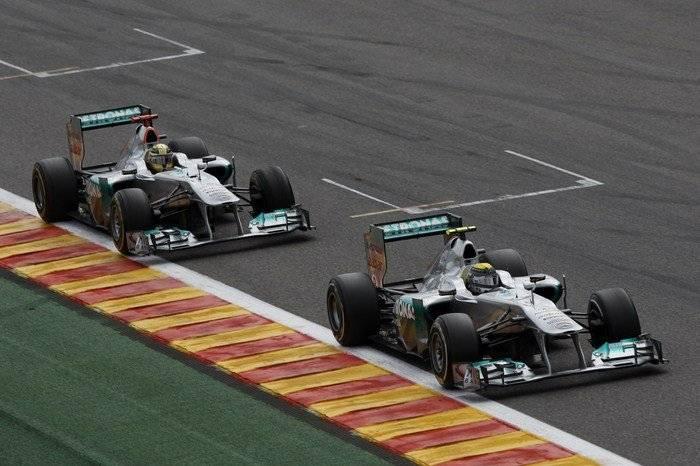 Michael Schumacher y Nico Rosberg (Mercedes) - GP de Bélgica 2011