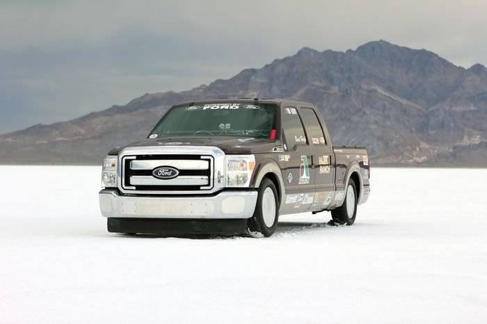 Un Heavy-Duty a 300 km/h: un Ford F-250 HD rompe todos los récords en Bonneville