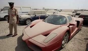 En Dubai también se abandona a los Ferrari Enzo
