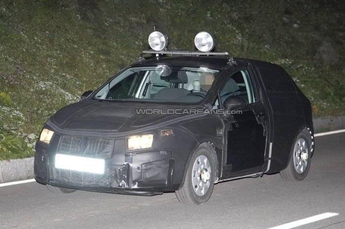 El nuevo Seat León y el lavado de cara del Seat Ibiza ya ruedan camuflados