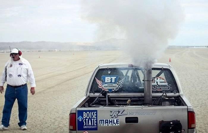 A 250 km/h con una pick-up que quema aceite vegetal