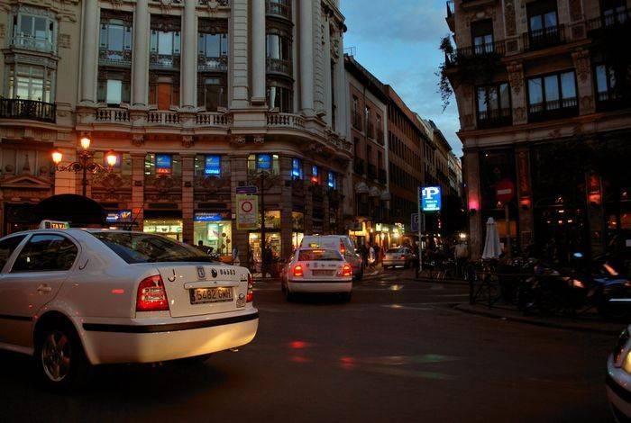 Una asociación minoritaria de taxistas madrileños pide la posibilidad de ir armados