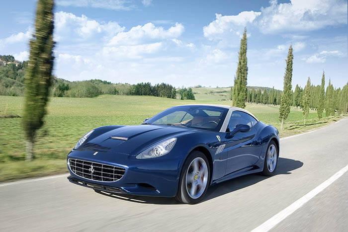 Ferrari llamada a revisión