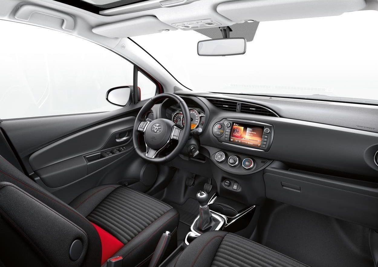 Toyota yaris precios noticias prueba ficha t cnica y for Interieur yaris 2015