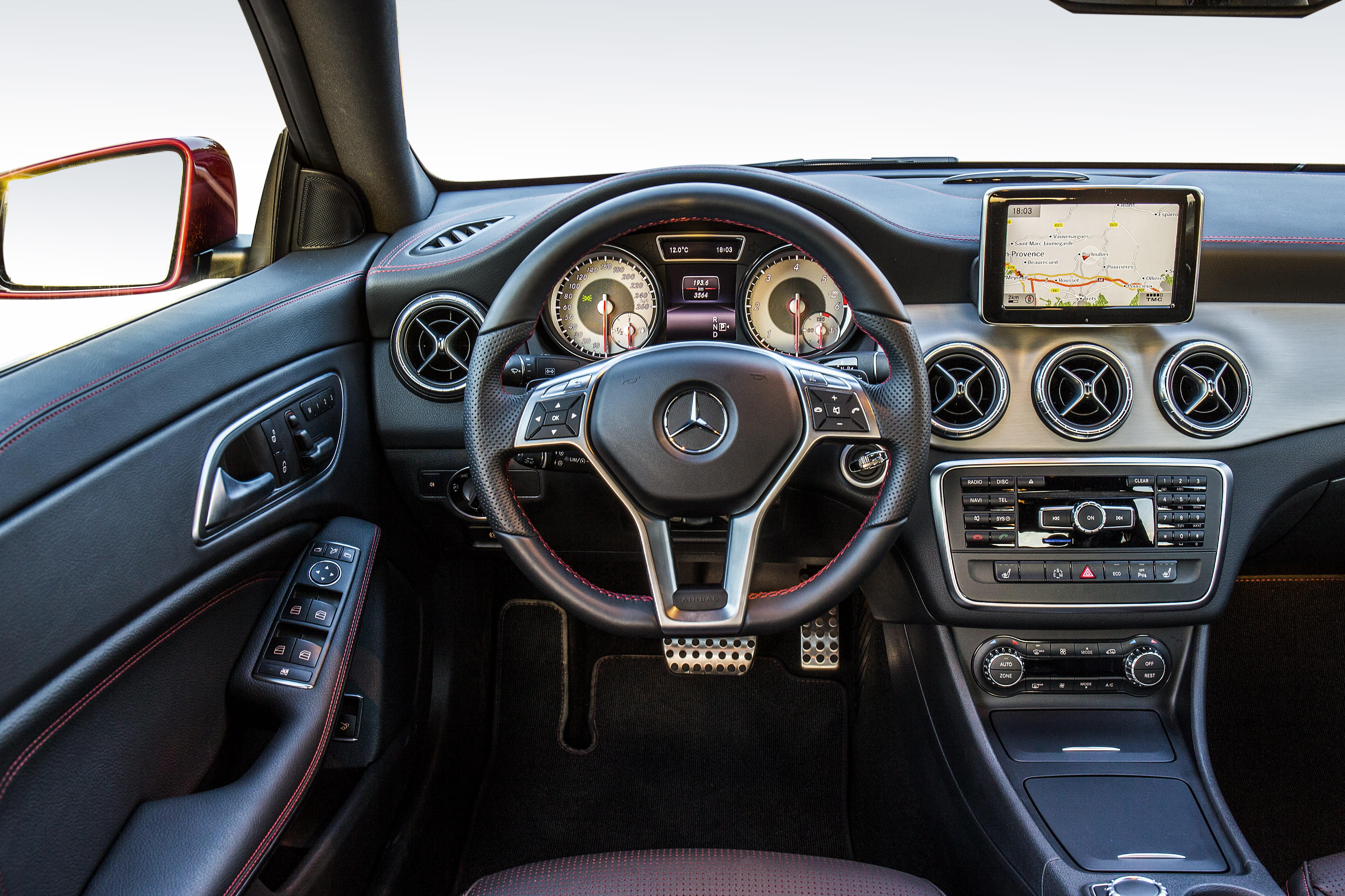 Mercedes benz cla 220 cdi sport patagonienrot for Cdi interior design