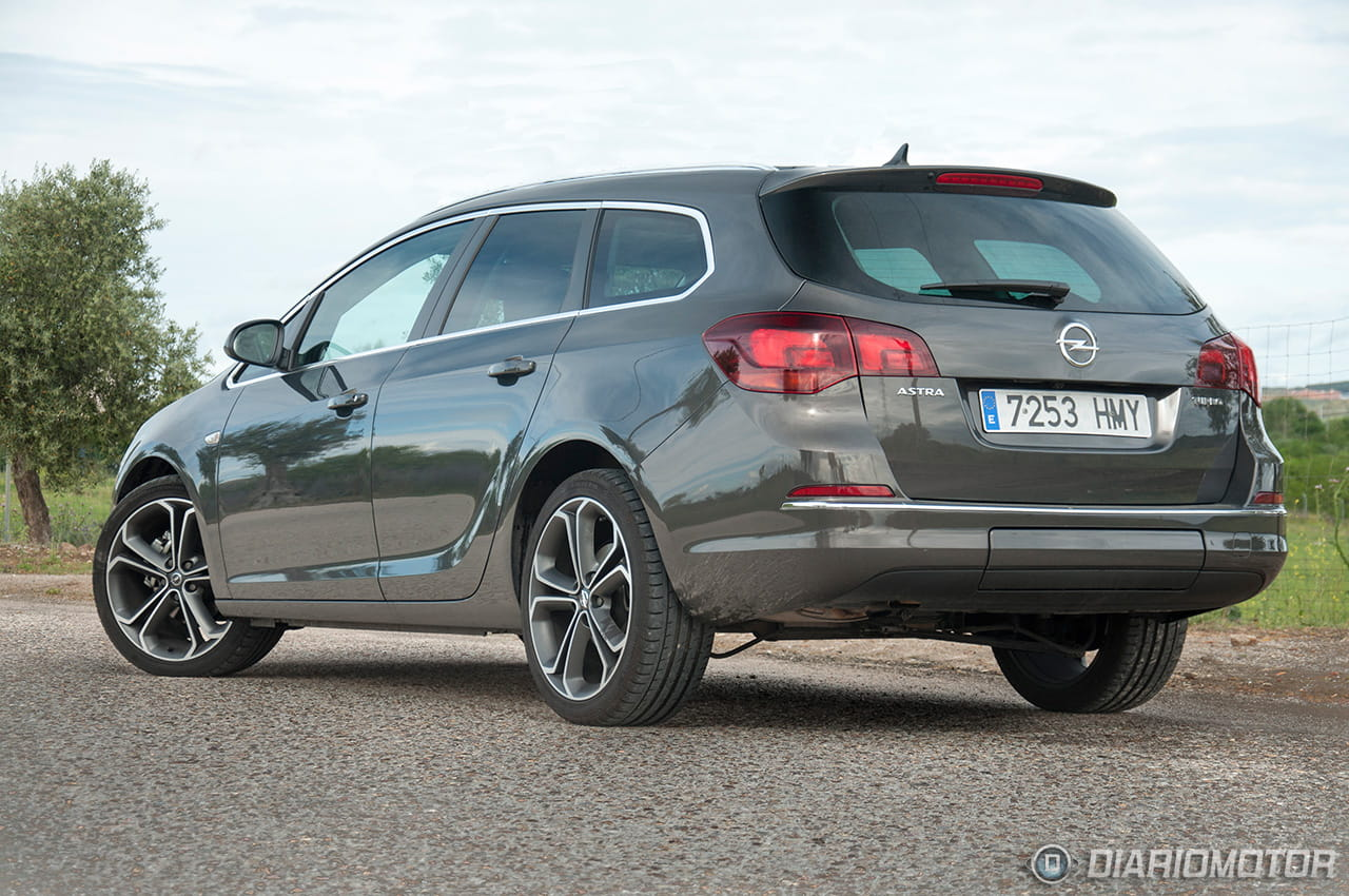 opel astra sports tourer 1 6 turbo 170 cv sportive a prueba de familiar modesto a compacto. Black Bedroom Furniture Sets. Home Design Ideas