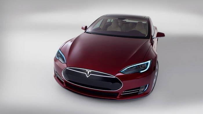 Tesla plantea un nuevo modelo compacto con el Leaf en el punto de mira