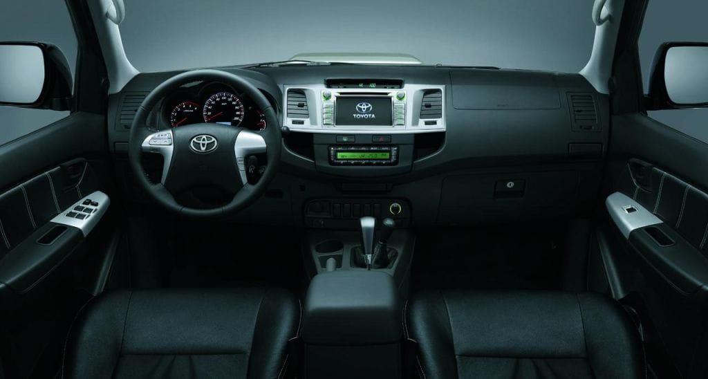 Toyota Hilux Invincible, un toque elegante - Taringa!