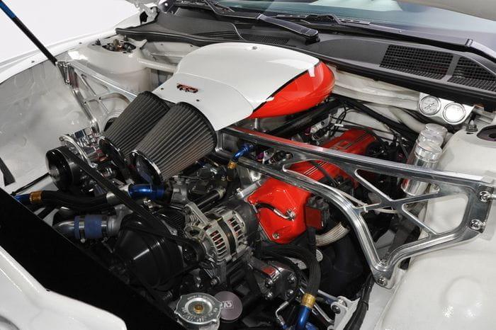 Cura para el aburrimiento: un Toyota Camry con motor NASCAR