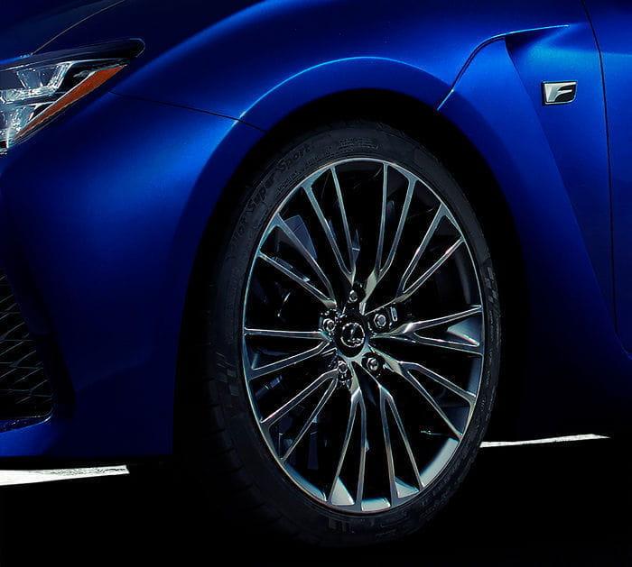 Lexus RC F: un nuevo adelanto antes de su debut en Detroit