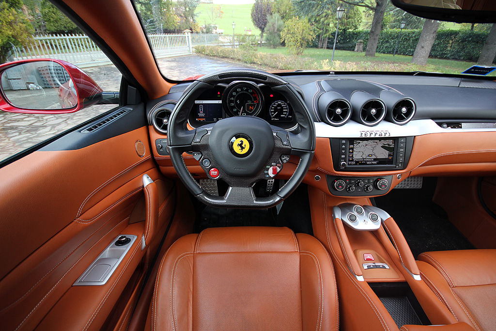Interior Ferrari FF