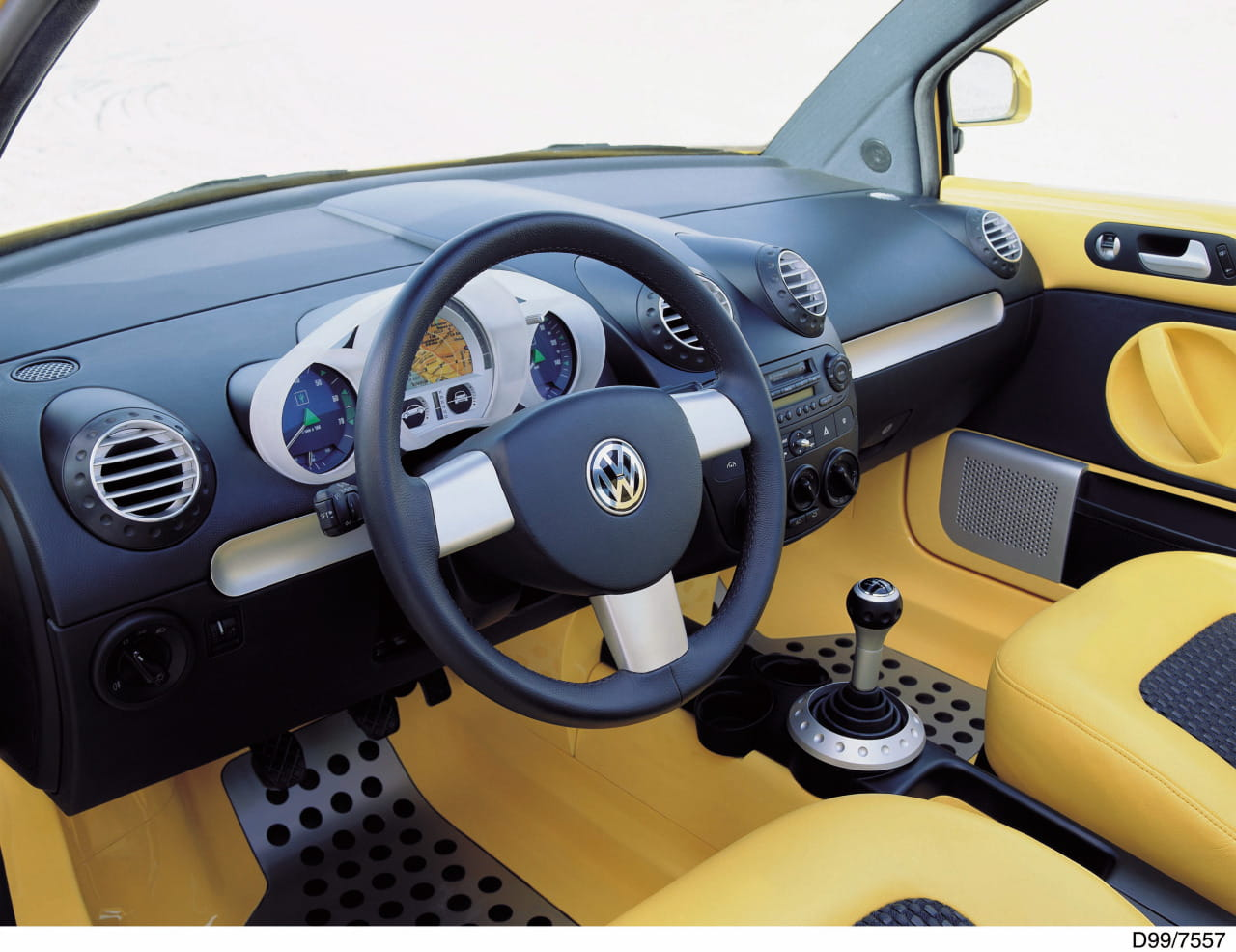 Volkswagen beetle dune concept el escarabajo sale del for Interieur new beetle 2000