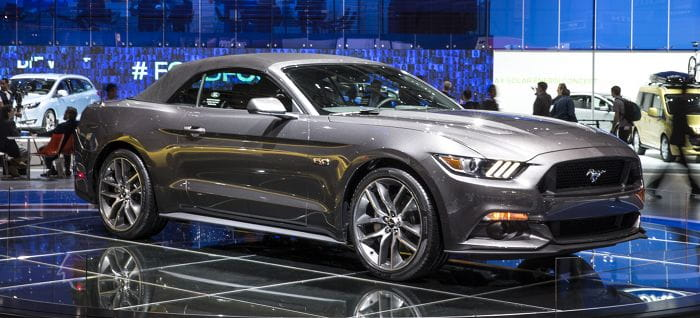 Ford Mustang Convertible: un nuevo vistazo a la nueva generación y su rápida capota