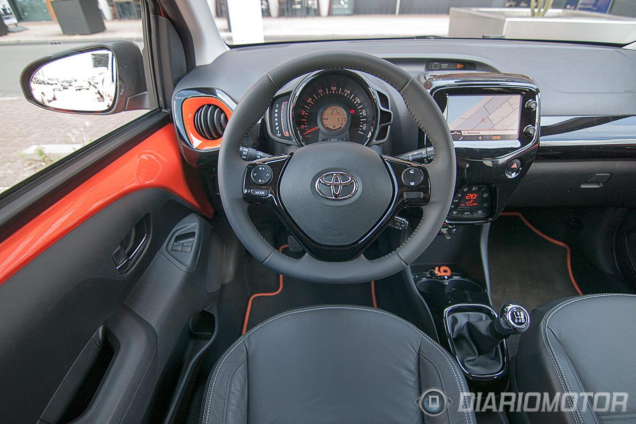 Foto 5 de 53 toma de contacto con el nuevo toyota aygo movilidad esencial japonesa diariomotor - Toyota aygo interior ...