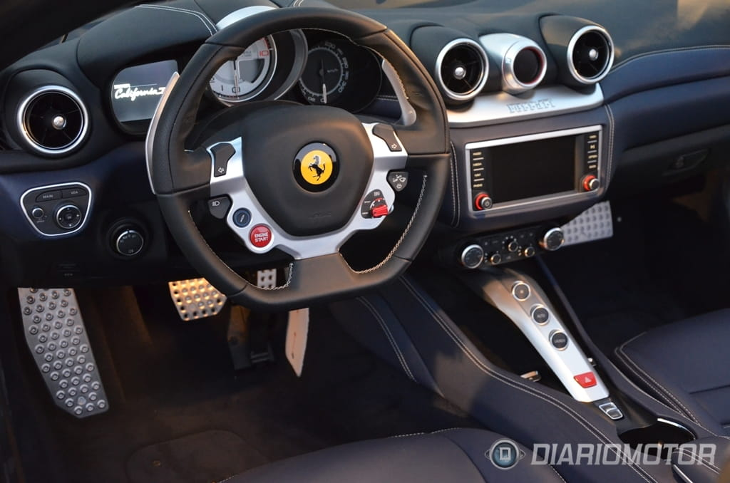 Nuevo ferrari california t primera cita con el cabrio m s for Ferrari california t interieur