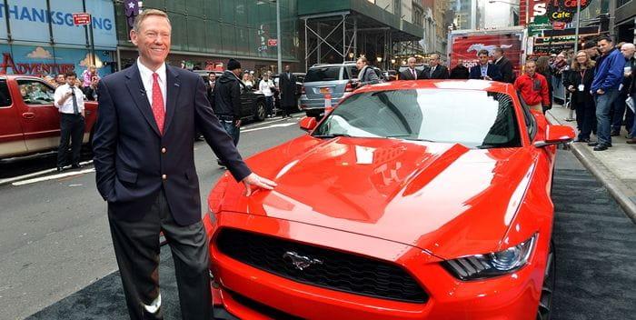 Qué motiva que el CEO de Ford termine trabajando para Google