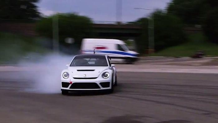El Volkswagen Beetle GRC de 544 CV consigue asustar en este vídeo