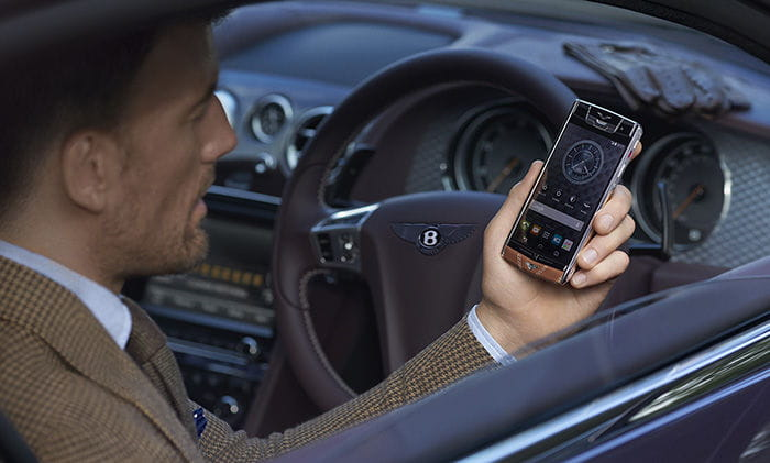 El complemento ideal de tu Bentley es un móvil Vertu de 12.500€, más caro que un coche