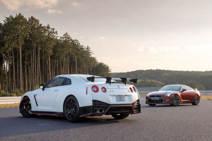 Nissan saca a relucir trasero y dice que el GT-R Nismo lo tiene más grande que Kim Kardashian