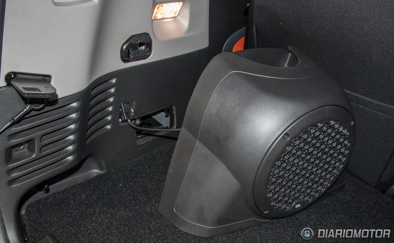 qu demonios sucede con este subwoofer del smart fortwo. Black Bedroom Furniture Sets. Home Design Ideas
