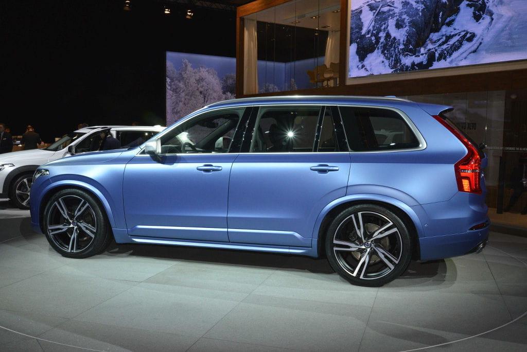 Volvo nos muestra su lado más desenfadado con un Volvo XC90 R Design azul mate