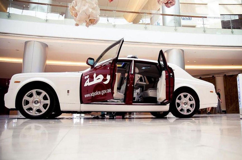 Abu Dhabi tiene envidia de Dubai e incorpora un Rolls-Royce Phantom a su flota de policía