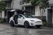 Tesla Model X 3 thumbnail
