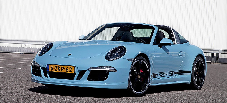 Este Porsche 911 Targa 4S te enamorará: azul Gulf, llantas Fuchs y tapizado sesentero