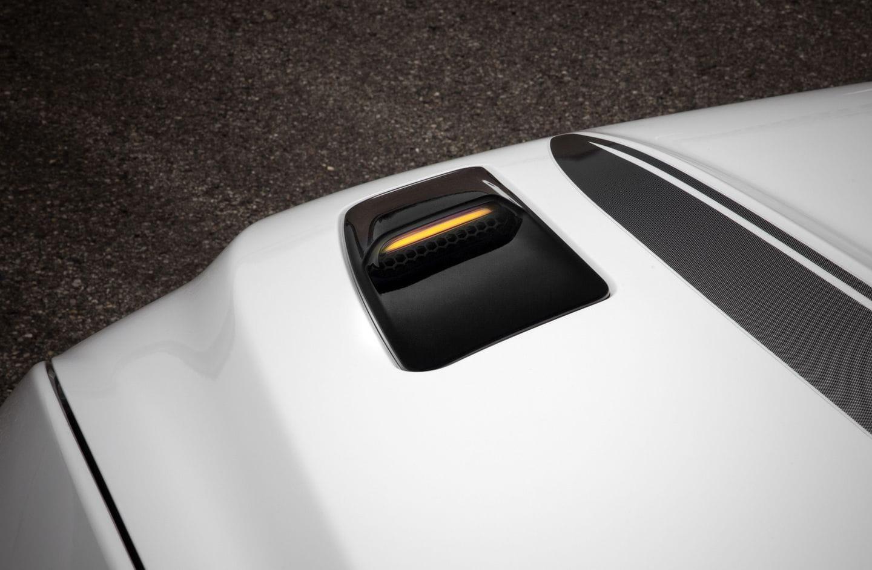 ¿Qué demonios es esa luz en el capó del Ford Mustang 2016? Tiene más historia de la que piensas