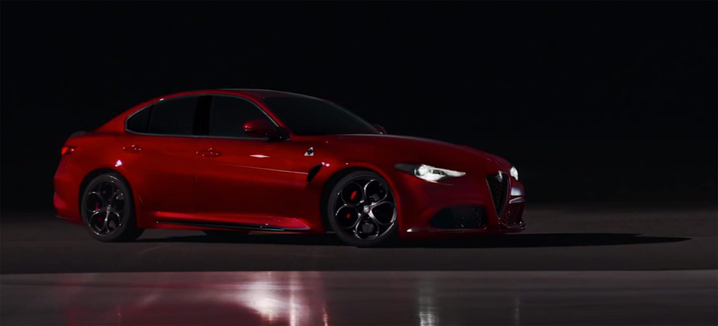 v deo el nuevo giulia de 510 cv ruge en la noche para anunciar que alfa romeo ha regresado. Black Bedroom Furniture Sets. Home Design Ideas