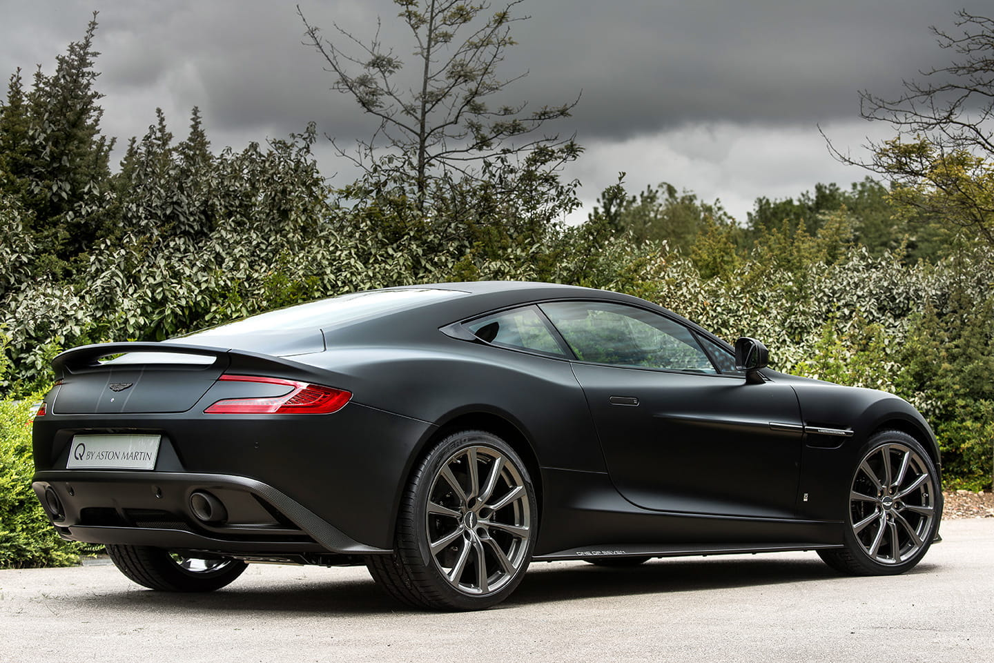 aston-martin-vanquish-one-of-seven-02-1440px