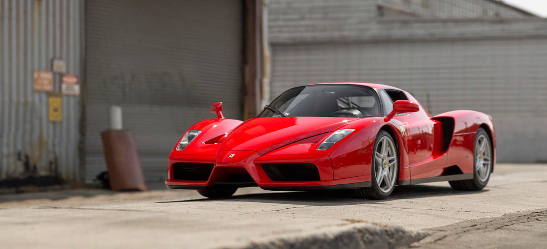 El Ferrari Enzo del papa Juan Pablo II puede ser tuyo y cuenta con su bendición bajo el capó
