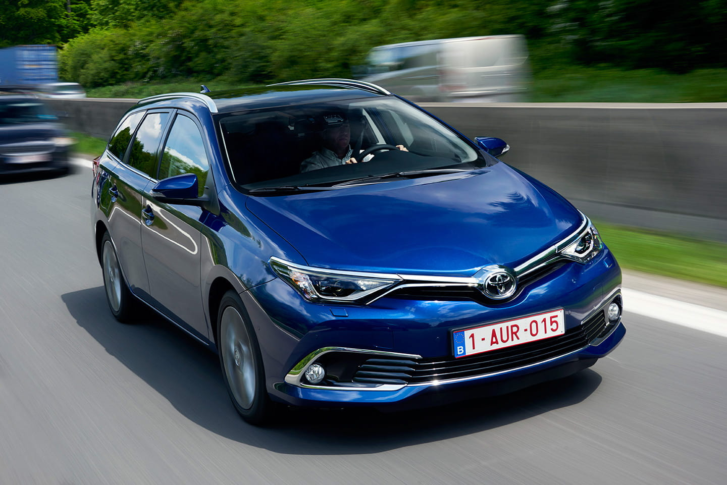 toyota auris y auris touring sports 2015 diariomotor. Black Bedroom Furniture Sets. Home Design Ideas