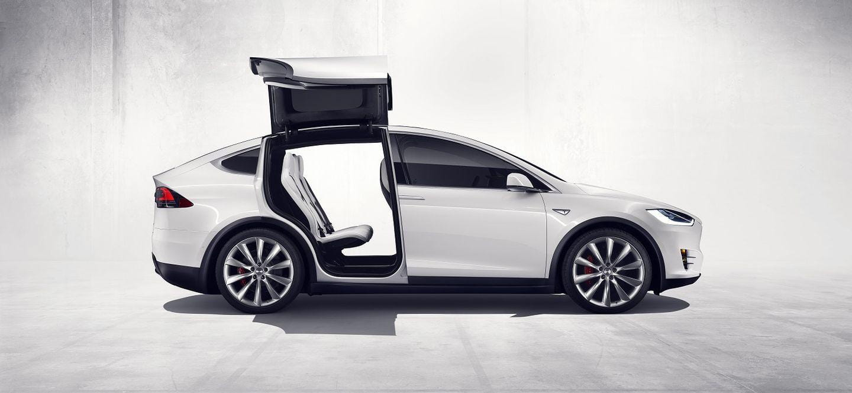 Así funcionan las puertas robóticas inteligentes del Tesla Model X [vídeo]