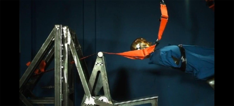 ¿Por qué no debes utilizar cinturones de seguridad falsos? La prueba, en vídeo