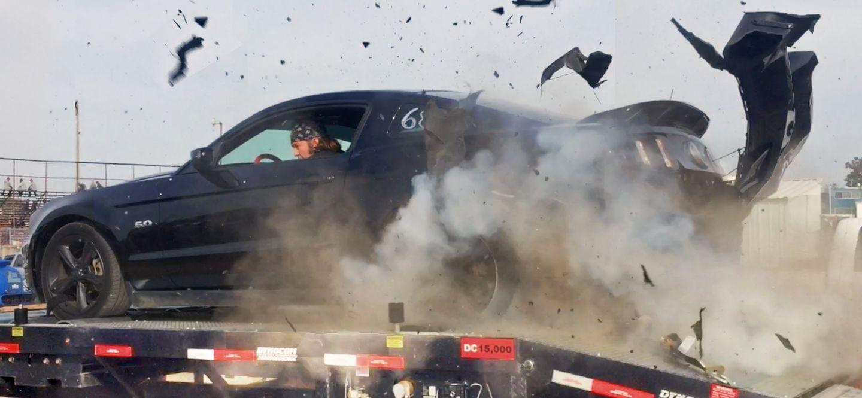 Esto es lo que le ocurre a tu coche cuando una rueda revienta a 250 km/h [vídeo]