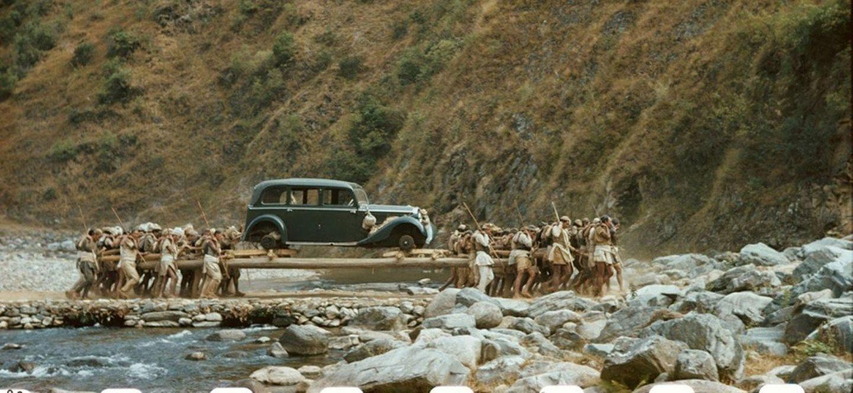 El mundo al revés: así llegaban los coches a Nepal cuando no había carreteras