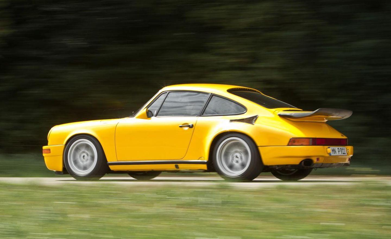"""Nunca es mal momento para fascinarnos con el RUF CTR """"Yellowbird"""", derrapando y divirtiéndose en pleno Nürburgring"""