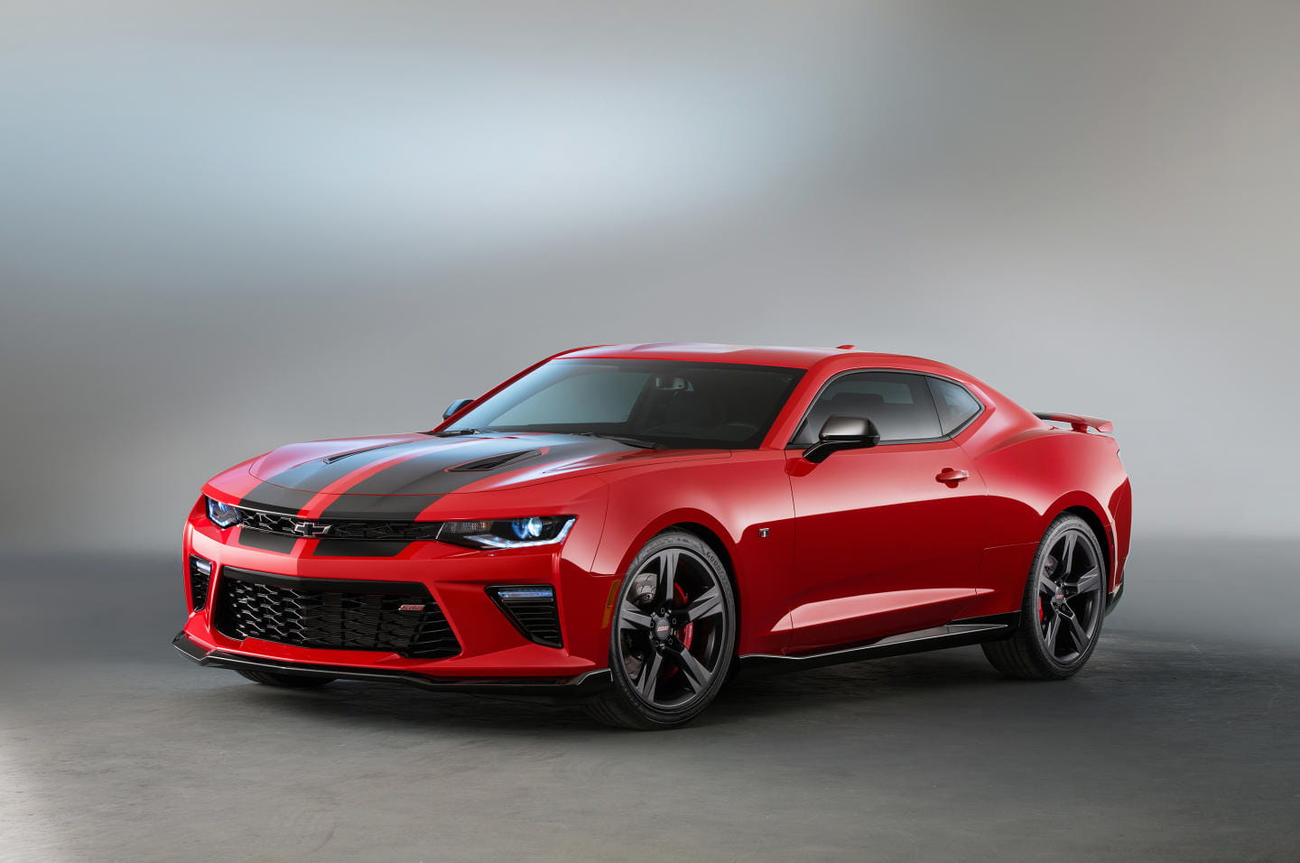 2015-SEMA-Chevrolet-Camaro-SS-Black-Accent-026