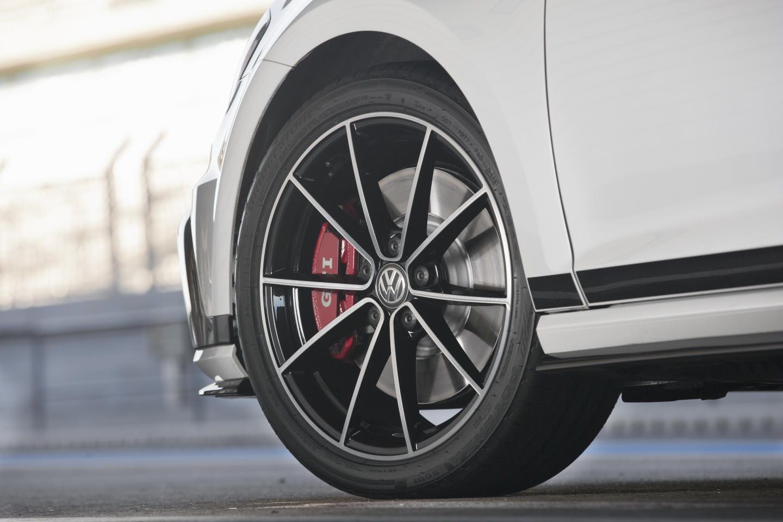 Volkswagen_Golf_Clubsport_claves_DM_2015_35
