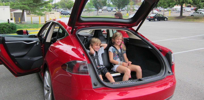 Model Maletero Tu Llevar Policía En El SCuidadoLa Niños De Tesla xeCdBo