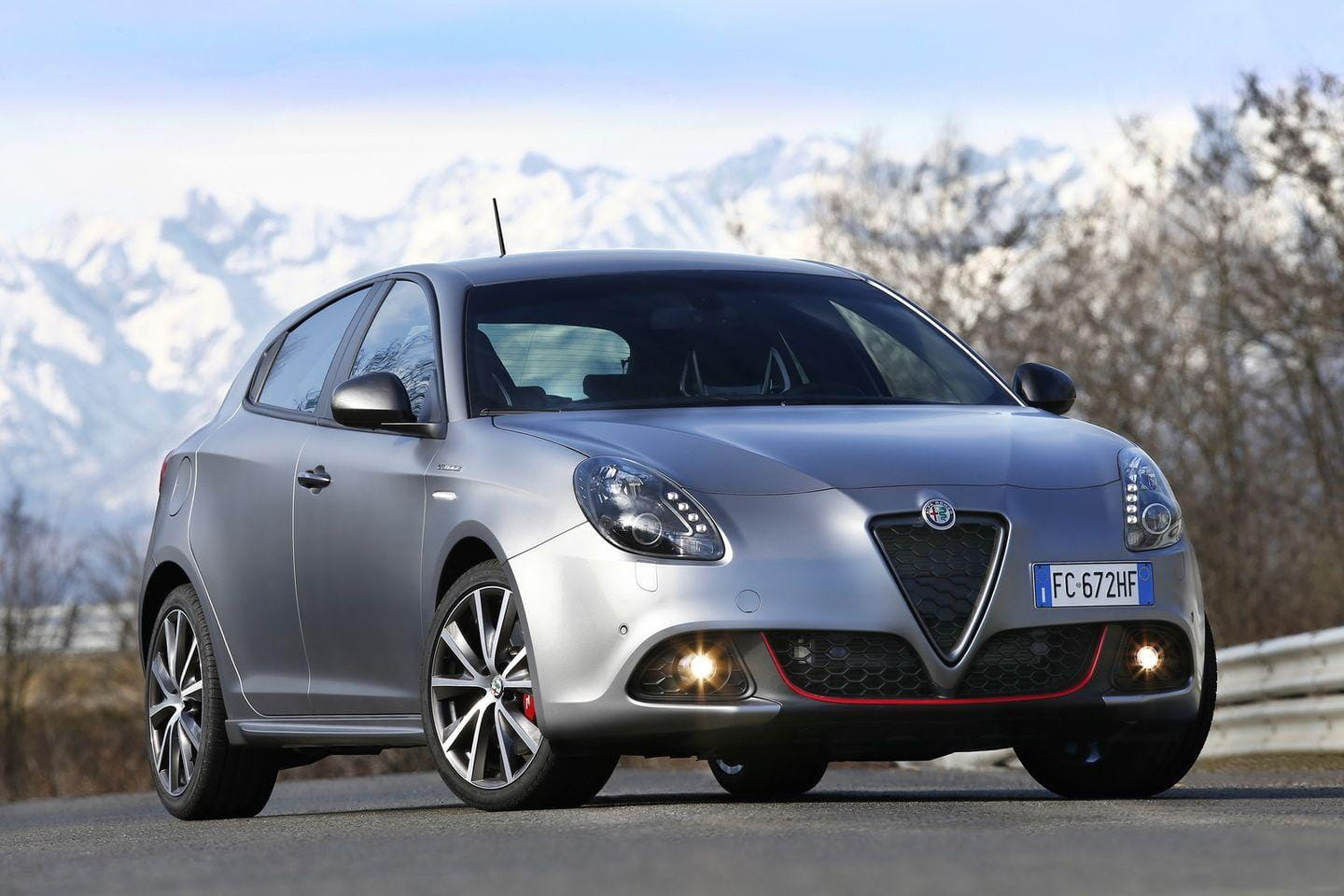 alfa romeo giulietta y giulietta veloce precios prueba ficha t cnica fotos y noticias. Black Bedroom Furniture Sets. Home Design Ideas