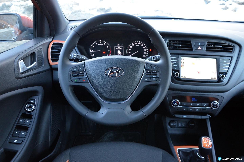 Probamos el hyundai i20 active el lado m s urbano de los suv diariomotor - Hyundai i20 interior ...