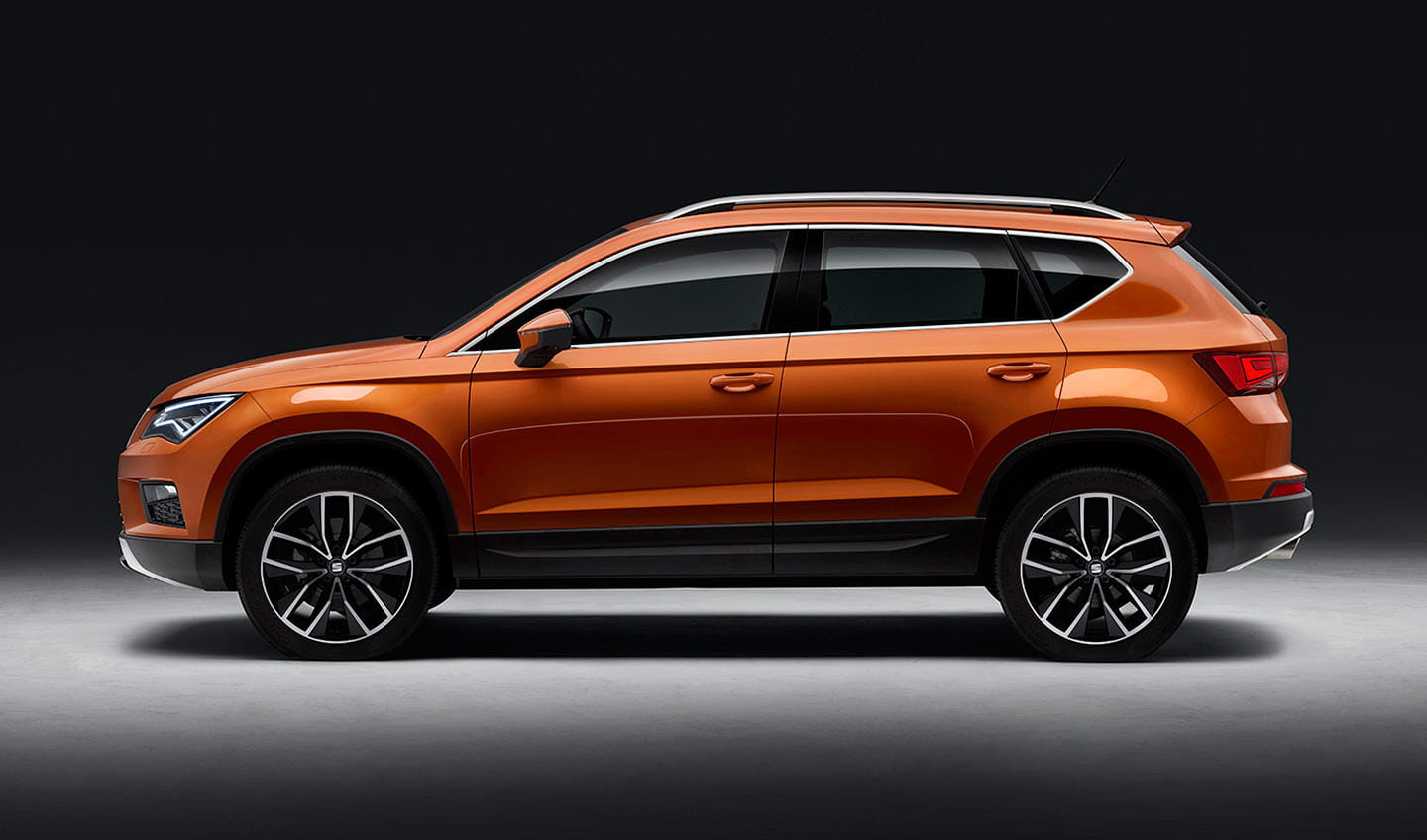 seat ateca vs volkswagen tiguan en 8 im genes son tan. Black Bedroom Furniture Sets. Home Design Ideas