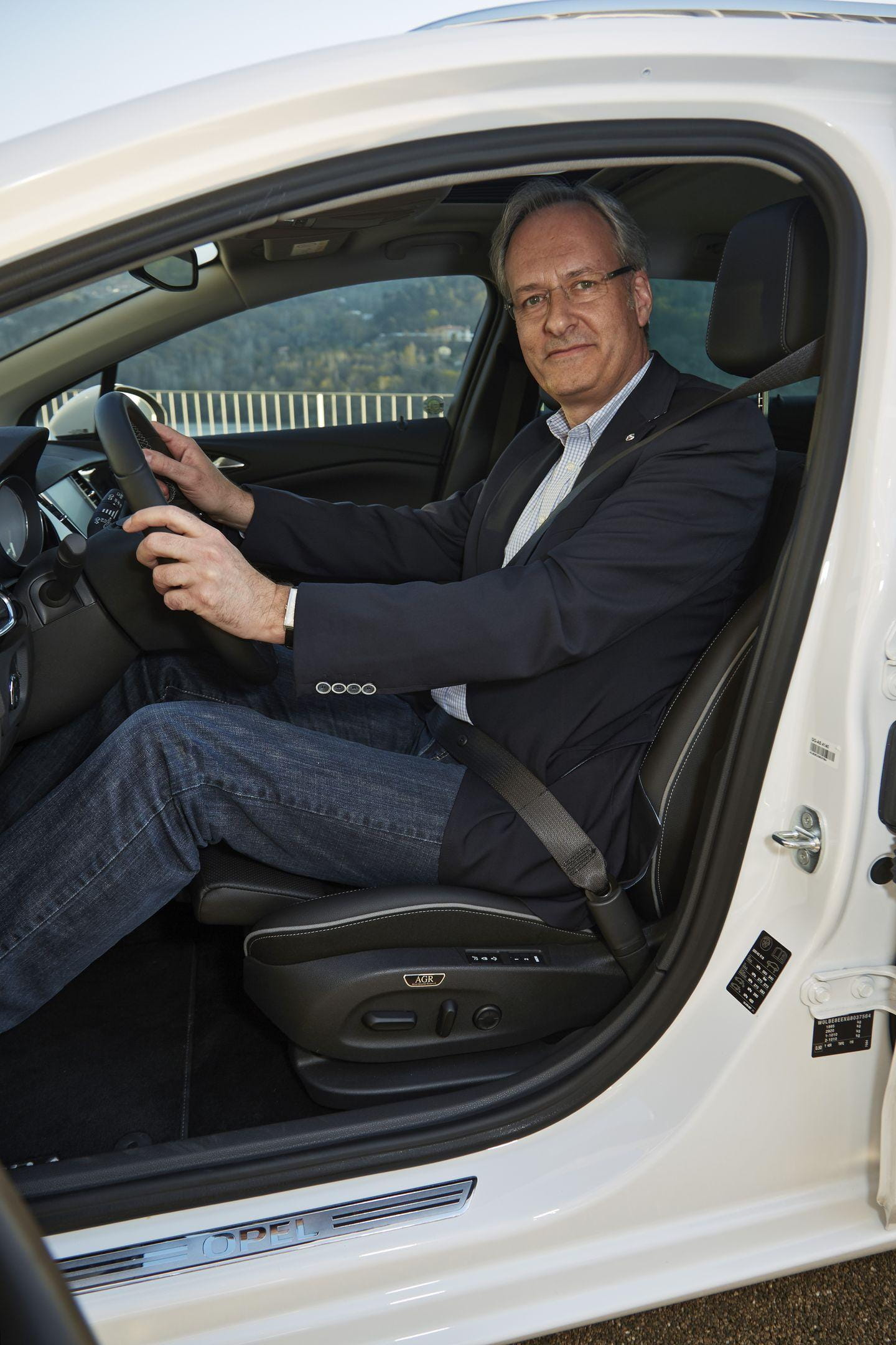 5 curiosidades que cambiarán tu visión de los asientos del nuevo Opel Astra...by Diariomotor Asientos-opel-astra-5
