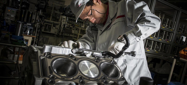 Un hombre, un motor: así es el trabajo de los Takumi, los 5 artesanos que construyen los motores del Nissan GT-R